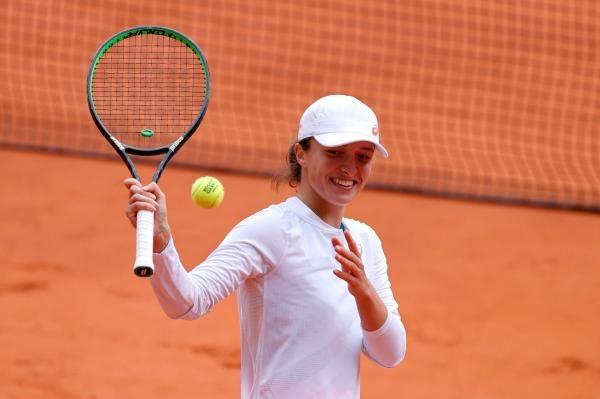 Tenis: Maria Sakkariová - Iga Šwiateková