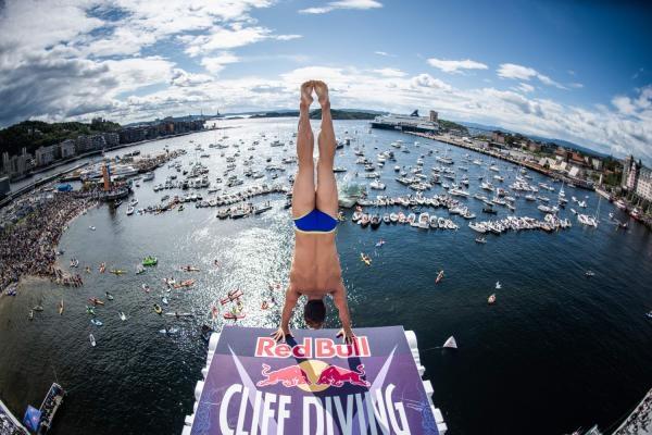 The cliff divers had fun in Oslo