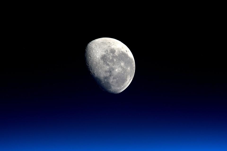 Dokument Měsíc: Naše brána do vesmíru