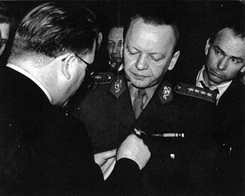 Dokument Alexej Čepička - Z vojína generálem