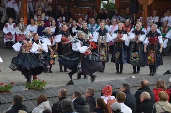 Dokument Folklórne slávnosti v Heľpe
